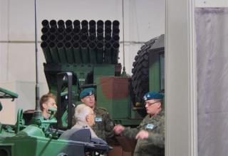 Вид спереди пакета направляющих демонстрационного варианта боевой машины WR-40 Langusta (Польша). ©О.В. Герман