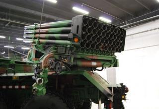 Вид сзади и сбоку артиллерийской части демонстрационного варианта боевой машины WR-40 Langusta (Польша). ©О.В. Герман