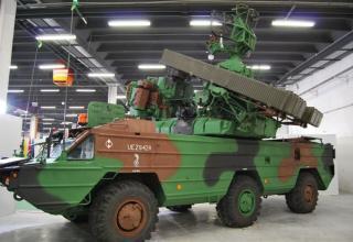 Вид сбоку демонстрационного варианта боевой машины 9А33ВМ OSA-P на шасси BAZ-5937. ©О.В. Герман
