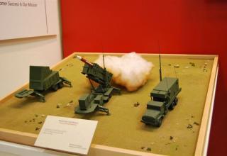 Макеты элементов комплекса противовоздушной и противоракетной обороны Patriot