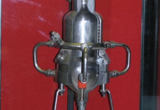 Макет опытного жидкостного ракетного двигателя ОРМ-65.