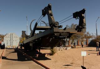 Установщик АС-12 для транспортировки баллистической ракеты Р-9. Экспонат представлен в открытой части музея