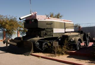 Машина пожарного расчета космодрома Байконур.