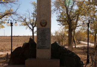 Памятник на площадке №1 Космодрома Байконур. «Здесь гением советского человека начался дерзновенный штурм космоса/1957г.»