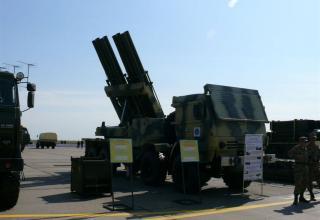 """Вид сбоку и спереди боевой машины для стрельбы реактивными снарядами калибра 220 мм РСЗО """"Найза"""""""