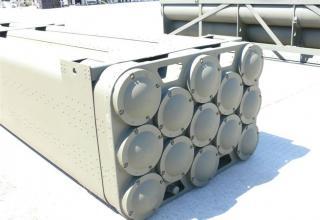"""Вид сзади под углом транспортно-пускового контейнера для стрельбы реактивными снарядами калибра 160 мм РСЗО """"Найза"""""""