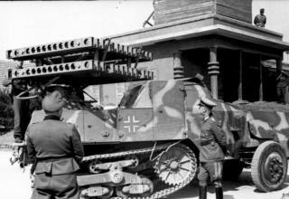 Немецкая установка 8 cm R- Vielfachwerfer auf m.ger.Zgkw S303 (f) для стрельбы снарядами на основе советских типа М-8