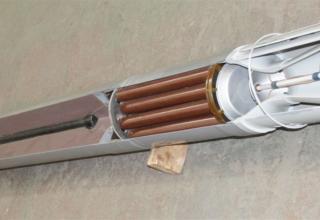 Макет неуправляемого реактивного снаряда калибра 220 мм для стрельбы с помощью боевых машин тяжелых огнеметных систем ТОС-1 и ТО