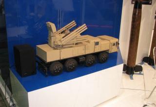 Макет боевой машины зенитного ракетно-пушечного комплекса Панцирь-С1