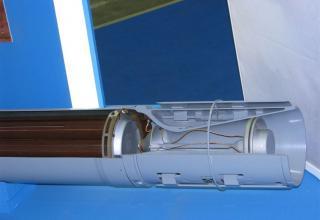 Внутренний вид соплового блока макета неуправляемого реактивного снаряда М0.1.01.04 для стрельбы с помощью боевых машин тяжелых