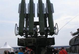 Вид сзади самоходной огневой установки (СОУ) 9А310 зенитно-ракетного комплекса БУК-М1-2