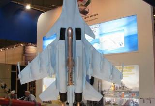 Макет ракеты BRAHMOS на макете самолета