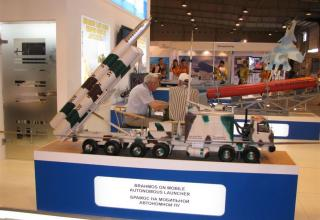Макет автономной самоходной пусковой установки для пуска ракет BRAHMOS
