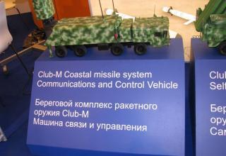 Макет машины связи и управления берегового комплекса ракетного оружия Club-М