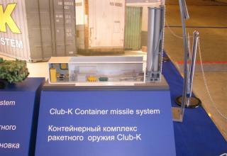 Макет контейнерного комплекса ракетного оружия Club-K