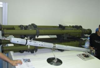 Макет управляемой ракеты переносного зенитно-ракетного комплекса Игла-С