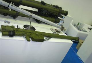 Макеты ружья и управляемой ракеты переносного зенитно-ракетного комплекса Игла-С