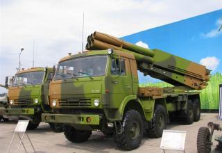 Вид спереди и сбоку под углом опытного образца боевой машины 9А52-4 на модифицированном шасси грузового автомобиля КАМАЗ-63501 Р