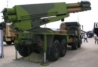 """Вид сбоку под углом опытного образца боевой машины 9А52-4 на модифицированном шасси грузового автомобиля КАМАЗ-63501 РСЗО """"Смерч"""