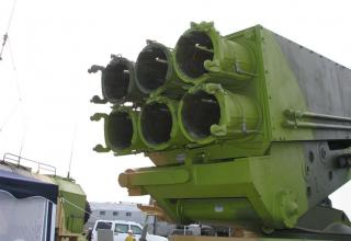 Вид сзади под углом транспортно-пускового контейнера МЗ-196 опытного образца боевой машины 9Т234-4 на модифицированном шасси