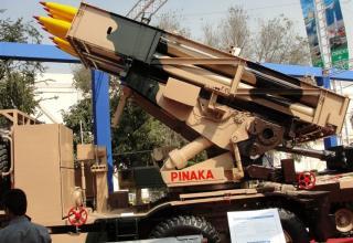 Частичный вид сбоку макета боевой машины Pinaka (Индия)