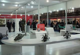 Виды макетов вертолетов, включая два боевых с ракетным вооружением