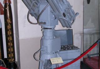 """Макет зенитной управляемой ракеты 57Э6 зенитного пушечно-ракетного комплекса """"Панцирь-С1″."""