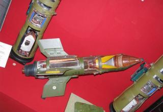 Макет противотанкового управляемого реактивного снаряда 9М14П1.