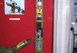 Макет противотанкового управляемого реактивного снаряда 9М113М.
