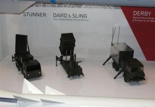 Виды макетов установок для пуска управляемых ракет PYTHON-5 и DERBY и возможно командно-штабной машины от специалистов Rafael