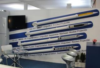 Макеты неуправляемых реактивных снарядов (НУРС) калибра 122 мм.