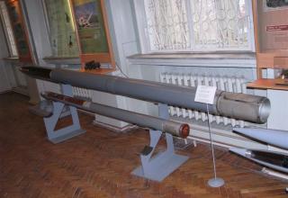 Макет неуправляемого реактивного снаряда 9М27Ф РСЗО