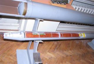 Вид кассетной головной части макета неуправляемого реактивного снаряда 3М16 калибра 122 мм для запуска с помощью БМ типа БМ-21