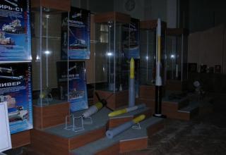 Вид экспозиции противотанкового ракетного вооружения