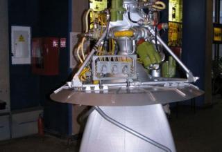 Вид макета жидкостного ракетного двигателя РД-0109.