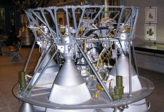 Вид макета жидкостного ракетного двигателя РД-0110.