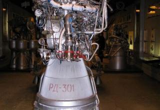 Вид макета жидкостного ракетного двигателя РД-301.