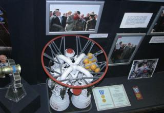 Вид макета ракетного двигателя РД-170.