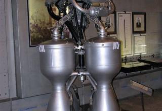 Вид макета жидкостного ракетного двигателя РД-214.
