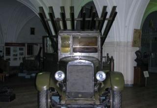 Вид спереди установки М-13 на доработанном (модифицированном) шасси грузового автомобиля ЗИС-6