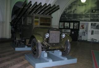 Вид спереди и сбоку установки М-13