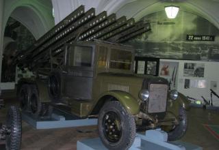 Вид сбоку и спереди установки М-13