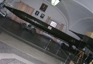 Общий вид макета оперативно-тактической ракеты 8К14 ракетного комплекса 9К72