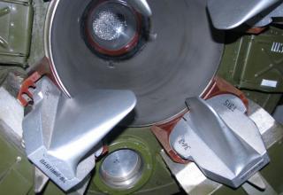 Вид части соплового блока и органов управления макета оперативно-тактической ракеты 8К14 ракетного комплекса 9К72