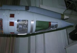 Вид электронно-временного устройства и БСУ разрезного макета корректируемого реактивного снаряда РСЗО