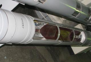 Вид разрезной части осколочно-фугасной головной части разрезного макета корректируемого реактивного снаряда РСЗО