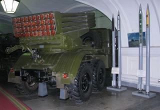 Вид сзади и сбоку БМ БМ-21 Полевой реактивной системы М-21 (более известна как РСЗО