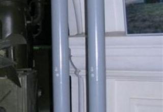 Макеты неуправляемого реактивного снаряда М-21ОФ (ошибочно указано 9М21ОФ) (слева) и НУРС МЗ-21 (9М22С) (справа)
