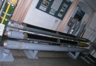 Макеты неуправляемых реактивных снарядов калибра 220 мм для РСЗО