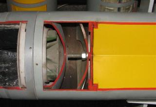 Поверхность (место) соединения головной и ракетной частей макета НУРС 9М27Ф (снизу) для РСЗО